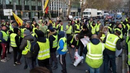 Tensiunile cresc în Europa. Parisul este iar sub asediu. Se fac arestări pe bandă rulantă